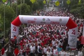 Ribuan warga Pematangsiantar - Simalungun senam sehat BUMN Hadir Untuk Negeri
