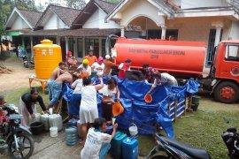 Pemkab Lumajang distribusikan air bersih di daerah-daerah kekeringan