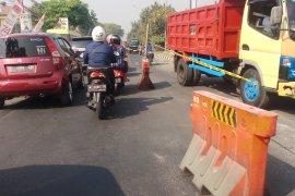 "Dishub Sidoarjo ""contraflow"" lalu lintas Jalan Raya Candi"
