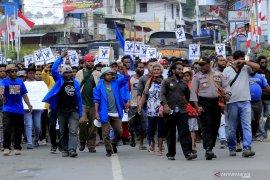 Aksi massa di Timika, massa lempari gedung  DPRD