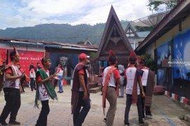 Peserta SMN asal Sulawesi Tengah berburu kain 'Ulos'