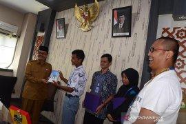 SMN Banten Serahkan Buku Bingkai Anak Negeri untuk Arpus Aceh