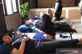 Manfaat donor darah diedukasikan pada warga oleh Mahasiswa K3 UNIS Tangerang