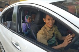 Kendaraan dinas Pemkab Purwakarta disiapkan antar pulang jamaah haji