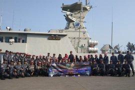 Lanal Banten Kenalkan Kapal Perang KRI Halasan-630 pada peserta SMN