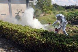 Prajurit Demako Pasmar 2 berlatih pemadaman kebakaran
