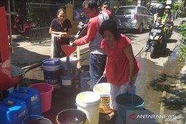 BPBD Cimahi distribusikan 30 ribu liter air per hari atasi krisis air