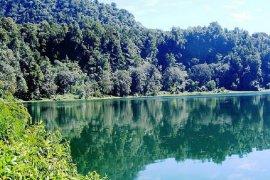 Demonstrasi tolak Danau Rana dijadikan destinasi wisata dunia