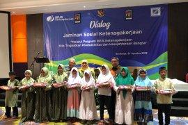 Gubernur Jatim dukung penuh perlindungan jaminan sosial pekerja