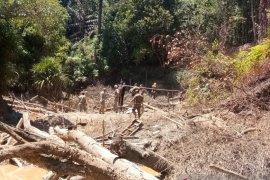Tim gabungan tindak tambang timah liar di kawasan Bukit Menumbing