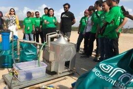 GrabFood ajak kurangi plastik lewat aksi bersih sampah di Pantai Mertasari