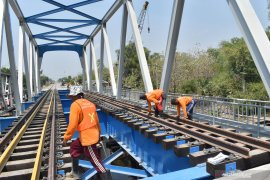 Penggantian jembatan jalur ganda KA