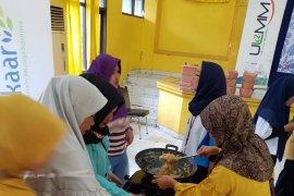 PNM ajari emak-emak Berelir buat aneka kue basah