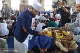 """Jum'at berkah, Walikota Bengkulu sajikan ribuan nampan nasi """"gulai tempoyak"""""""