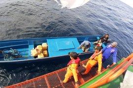 Basarnas temukan tiga korban  longboat hilang