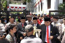 Usai dilantik, sejumlah anggota DPRD Kota Malang temui demonstran