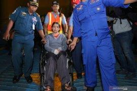 Basarnas evakuasi 303 penumpang KM Santika Nusantara