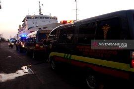 Basarnas: Jumlah korban kapal terbakar dievakuasi melebihi manifes