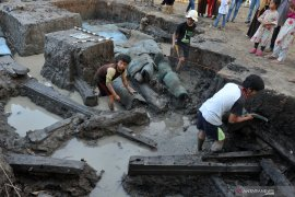 Peneliti pastikan perahu kuno di Lambur bukan phinisi