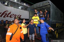 Polisi: 294 penumpang KM Santika Nusantara selamat