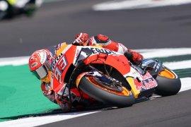 Marquez geser Rossi rebut pole position di Silverstone
