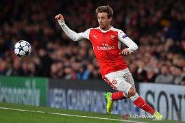 Monreal resmi tinggalkan Arsenal