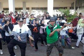 Mataya Flashmob Jogja Undang Perhatian Pengunjung Banjarmasin