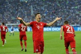 Lewandowski mencetak tiga gol, Munchen gasak Schalke 3-0