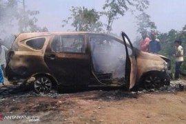 Polisi selidiki penemuan dua mayat terbakar dalam minibus