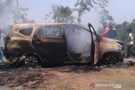 Jasad yang hangus dalam mobil dibunuh oleh istri sendiri
