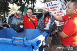 'Bersihin Indonesia' dukungan Alfamart tentang  larangan penggunaan kantong plastik di Bogor