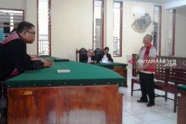 Mantan Bupati Tapteng Sukran Tanjung divonis 2,6 tahun
