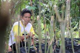 Husaini, aktif  dukung konservasi bantaran sungai