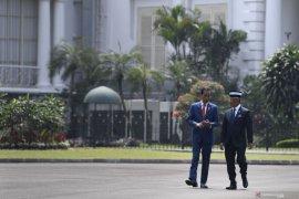 President Joko Widodo welcomes Malaysian King at Bogor Palace