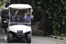 Presiden Jokowi ajak Sultan Abdullah keliling Kebun Raya Bogor