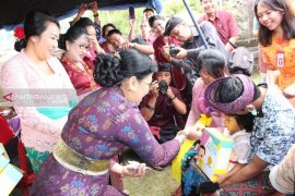 Putri Koster kunjungi banjar Kayuambua, Bangli