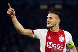 Ajax lolos ke fase grup berkat menang atas APOEL