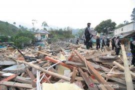 Pembongkaran 23 bangunan liar di Puncak Bogor dilanjut pekan depan