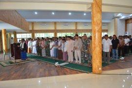 Korem 042/Gapu gelar shalat ghaib untuk Sertu Anumerta Rikson yang gugur di Papua