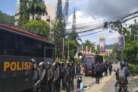 Jayapura terkini,  aparat keamanan kerahkan truk  angkut pendemo