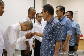 Pemuda Aceh Barat dilatih keahlian pengoperasian alat berat  tambang