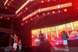 Konser Iwa K dan Sweet Martabak buat penonton Hodgepodge goyang