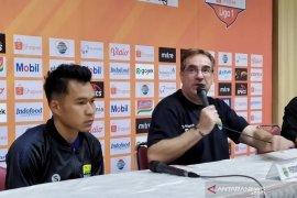 Gelandang Persib Erwin persembahkan golnya untuk Bojan Malisic