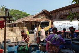 Bank Banten Salurkan Air Bersih Untuk Masyarakat Banten