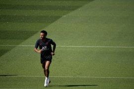 Barcelona menyerah tak  bisa tarik Neymar dari PSG