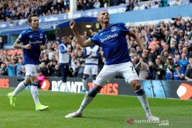Dua gol Richarlison menangkan Everton