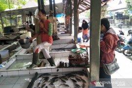 Harga ikan mas di pasar Cianjur naik 15 persen