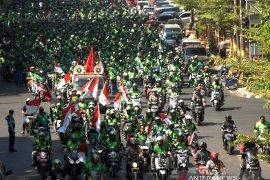 Aksi protes pengemudi Gojek di Makassar Page 3 Small