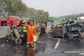 Ada 15 kendaraan terlibat kecelakaan beruntun di Cipularang