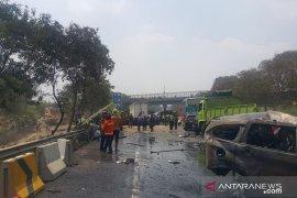 Ada delapan orang meninggal pada kecelakaan maut di tol Cipularang